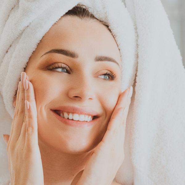 Crèmes, soins, beaumes, huile, eau florale pour une peau saine et parfaite